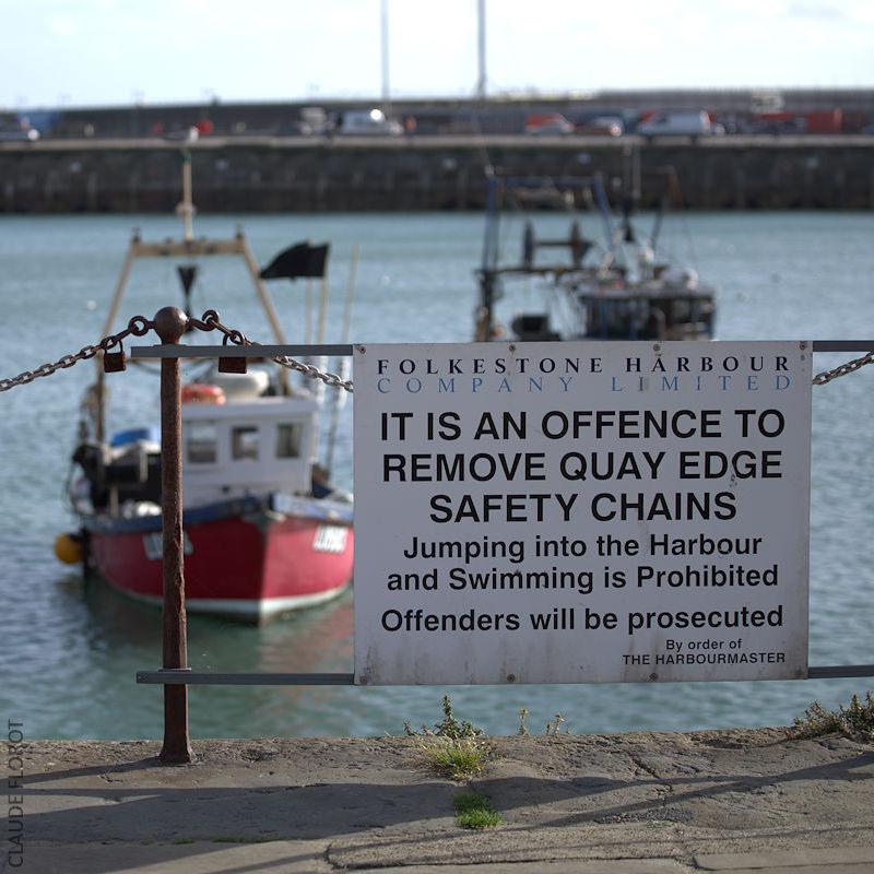 On ne le dira jamais assez, retirer les chaînes est une infraction. celles du bord de quai